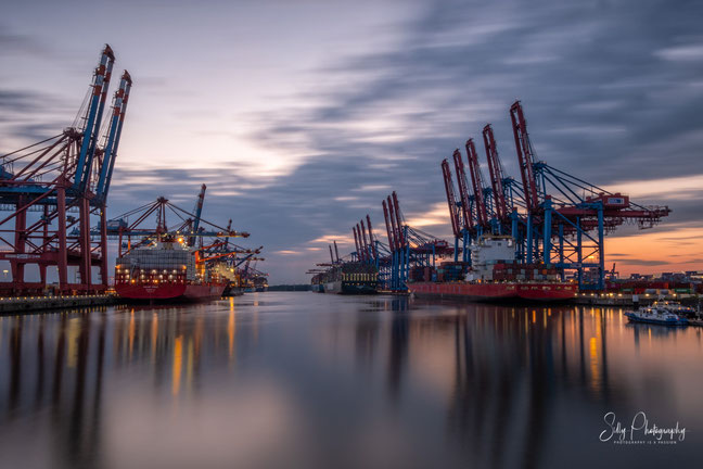 Hamburg / Hamburger Hafen / Burchhardkai, Langzeitbelichtung, 2021, ©Silly Photography