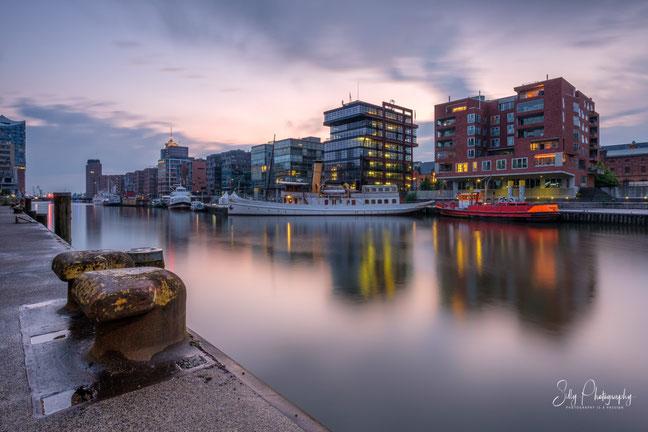 Hamburg / Hafencity / Sandtorhafen / Traditionsschiffhafen, Langzeitbelichtung, 2020, © Silly Photography