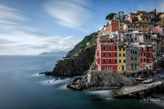 Italien / Ligurien / Cinque Terre / Riomaggiore, Langzeitbelichtung, Sonnenuntergang, 2019, ©Silly Photography