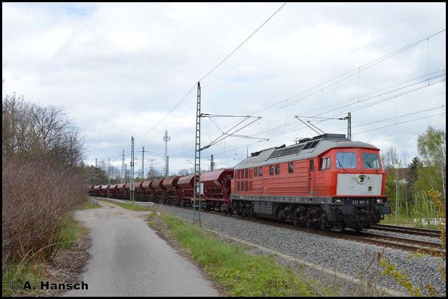 """Bei 232 901-9 handelt es sich um die ehemalige 232 072-9 (ex DR 132 072-0), die seit 2002 bei Railion BeNeLux N.V. im Einsatz war und einen sogenannten """"Holland-Latz"""" trägt. Am 2. Mai 2017 erwischte ich die Lok, die nun für WFL fährt, in Chemnitz-Furth"""