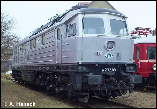 Die Lok wurde 1978 als TЭ 109-026 an die Aluminiumhütte, Pikalewo [UdSSR] ausgeliefert