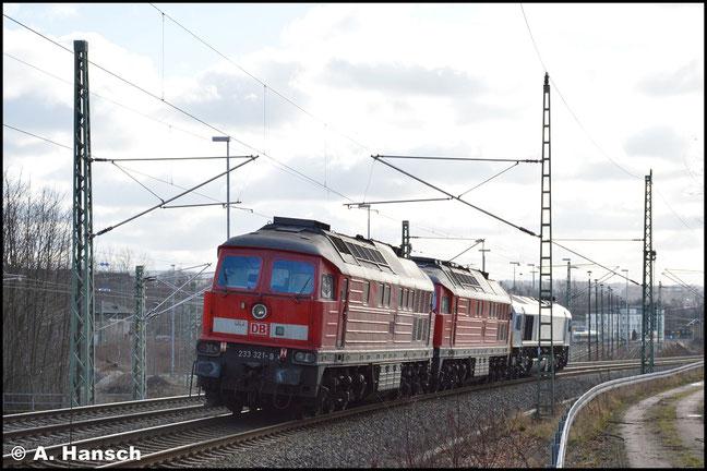 233 321-9 wird, gemeinsam mit 233 698-0 von 077 033-4 am 30. Januar 2018 als Lokzug T 66366 von Cottbus nach Nürnberg überführt. In Chemnitz-Furth entstand dieser Nachschuss auf die Fuhre