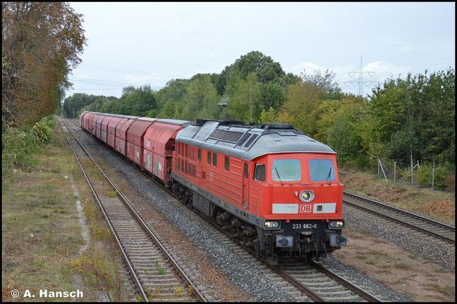 233 662-6 ist eine Nürnberger Lok. Am 08. Oktober 2020 kam sie ungewöhnlicherweise am Gipsleerzug Großkorbetha - Chemnitz-Küchwald zum Einsatz. Hier eilt der Zug durch Wittgensdorf ob. Bf.