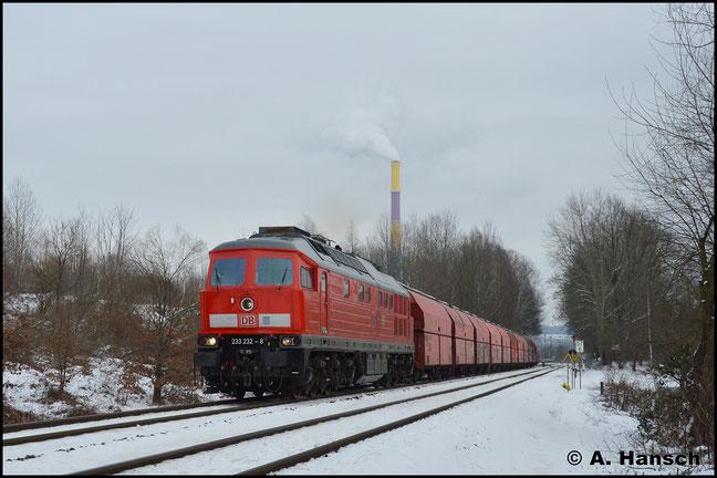 Am 5. Februar 2019 schleppt die Lok den Gipszug Chemnitz-Küchwald - Großkorbetha durch Chemnitz-Borna. Auffällig ist der große Abstand und der lange Bindestrich vor der Selbstkontrollziffer