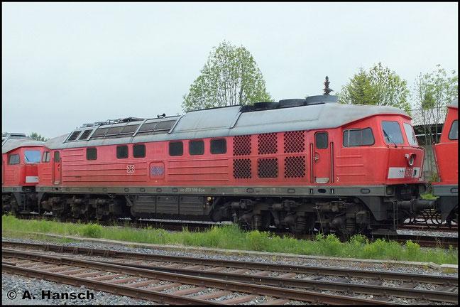 233 596-6 steht am 24. Mai 2013 zwischen 233 451-4 und 233 683-2 in Chemnitz Südbahnhof. Die Loks werden im DB Stillstandsmanagement Chemnitz abgestellt werden