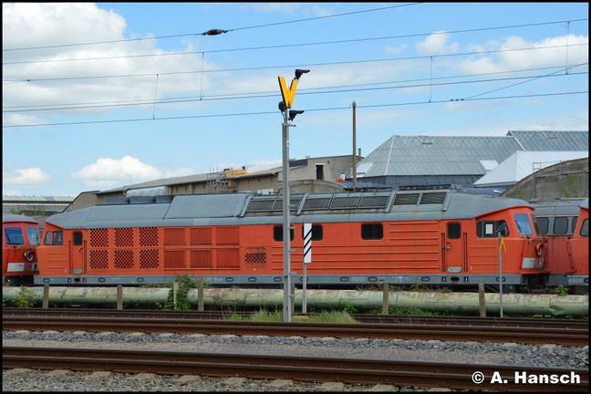 """233 281-5 ist eine von 9 """"Ludmillas"""", die am 29. April 2018 aus Mukran ins DB Stillstandsmanagement überführt wurden. Am 1. Mai 2018 konnte ich sie vorm AW Chemnitz fotografieren"""