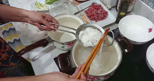 Pho selbst gemacht-reisnudeln-kochen
