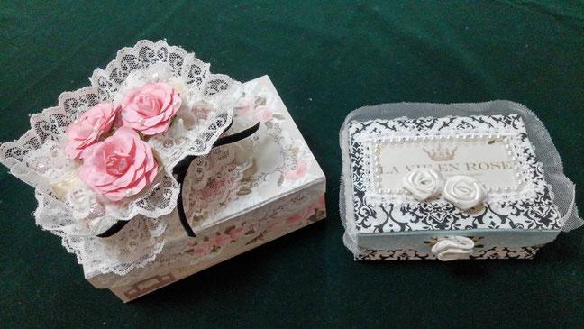 写真左 名刺大のルノルマンピケ2980円相当がきれいな化粧箱に入っています。写真右はルノルマン・ピケ新刊カードのサイズ