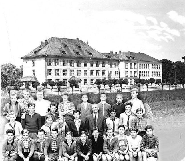 Schulklasse 8a - Entlassung 1958, mit Oberlehrer Herr Rager