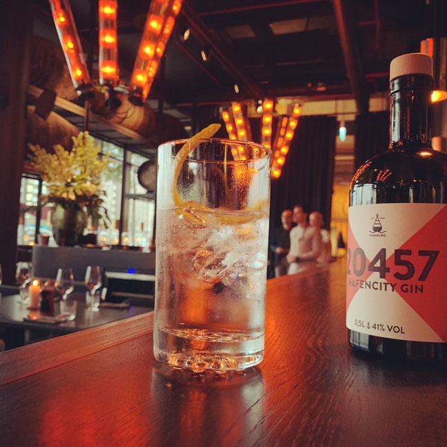 20457 Hafencity Gin Tonic im Restaurant Heimat 25 Hours Hafencity