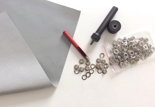 Segelsack aus wasserabweisendem Polyester (Wassersäule 700 mm) und vernickelten Messing-Ösen.