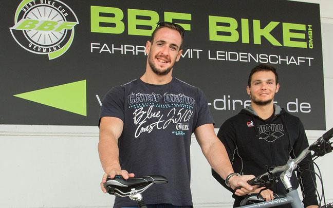 Die Wasserballer Mateo Cuk und Martin Famera © BBF Bike