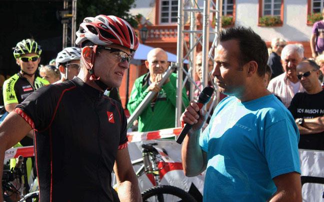 Udo Bölts (l.) im Interview mit Moderator Sven Simon © Holger Knecht/Radsportakademie