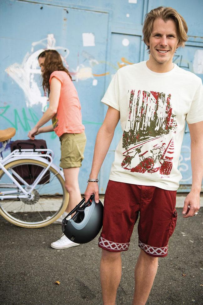 Das Herren-T-Shirt besteht aus recyceltem Polyester.