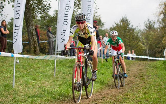 Eva Lechner (h.) hat in Nicole Koller eine hartnäckige Konkurrentin © EKZ CrossTour