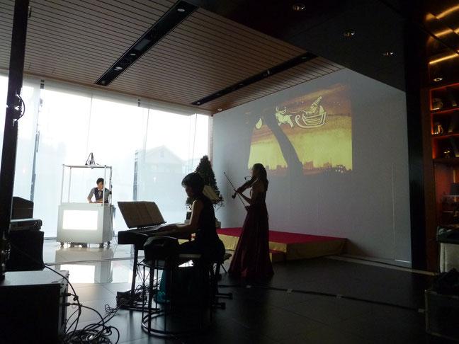 サンドアートパフォーマンス、ピアノ、バイオリンとのコラボ