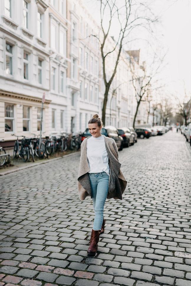 Mein Name ist Jenny und ich stamme ursprünglich aus Schwerin. Vor ungefähr 12 Jahren zog es mich in die Großstadt Hamburg. Nach meiner Ausbildung zur med. Kosmetikerin wollte ich auch meine Kreativität in das Berufsleben integrieren.