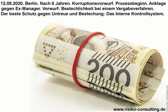 Geldscheinbündel und Bestechung.