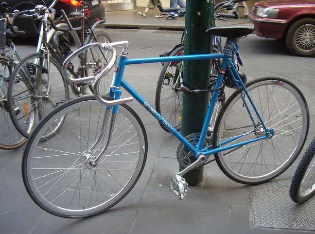 Fixi bleu à paris en France