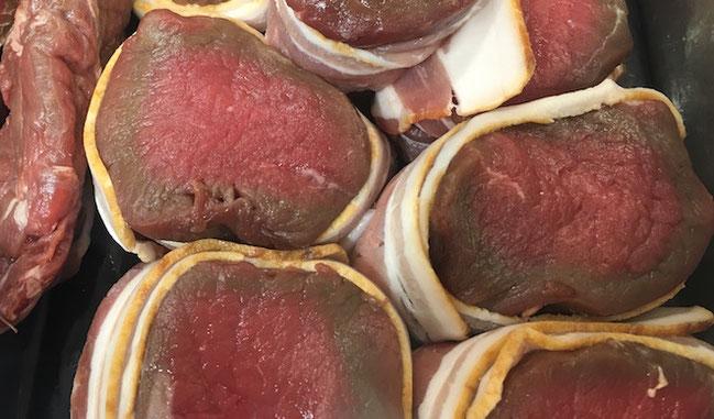 Seff kan du skjære opp biffen og pakke den i bacon. Men du kan også plukke med deg fra disken.