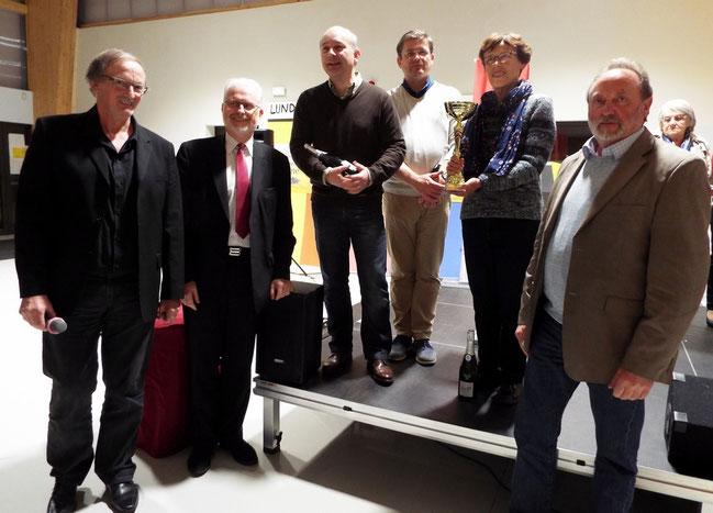 L'équipe d'Airaines qualifiée pour la finale départementale accompagnée du Maire de Picquigny, du Conseiller départemental du canton d'Ailly sur Somme et du Maire d'Airaines