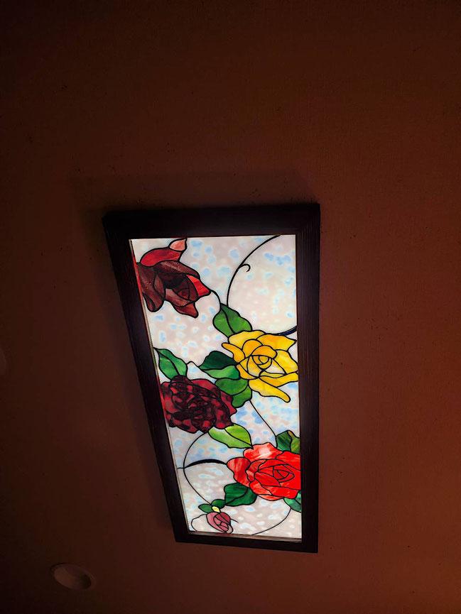 ステンドグラス  花のデザイン 薔薇の花