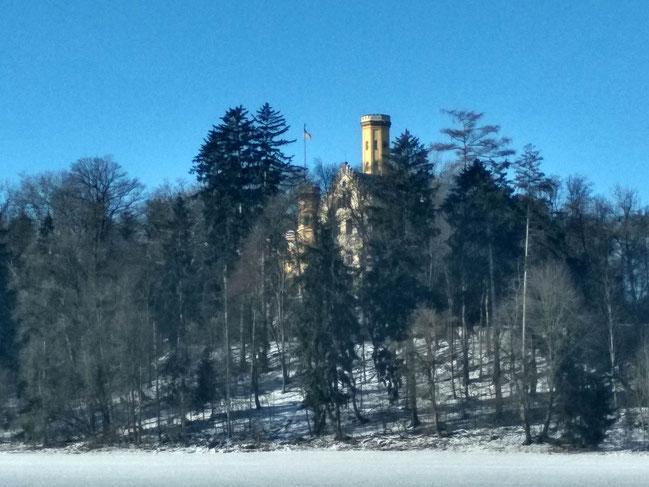 Schloss Wellenburg vom Feld aus betrachet