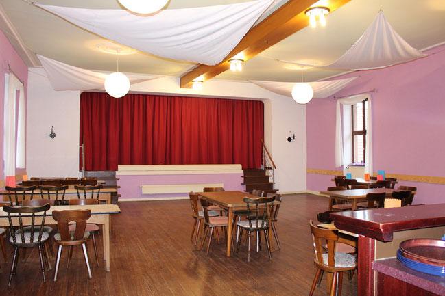 Der Festsaal mit Bühne