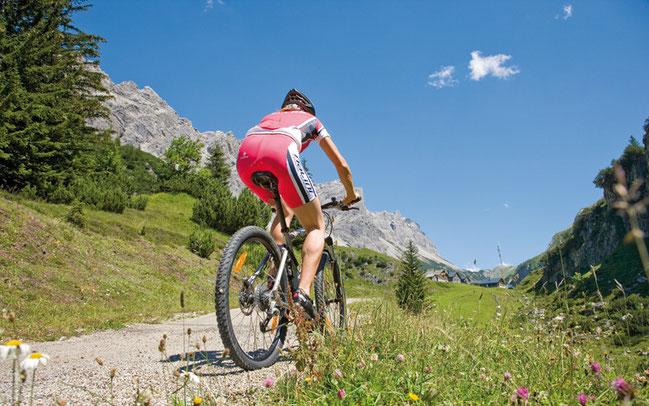 Auf die Mountainbiker warten an vier Tagen 6750 Höhenmeter © Alpenregion Bludenz Tourismus