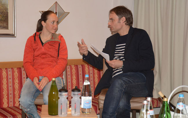 Eva Lechner und Dr. Josef Bernhart beim Profi-Talk ©EURAC