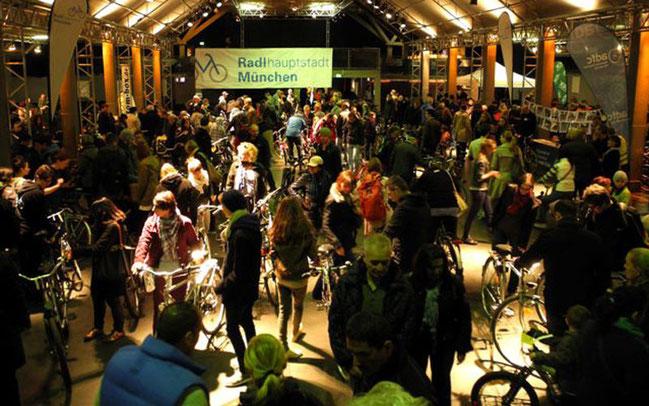 Großer Andrang herrscht beim Radlflohmarkt in München © Wigand von Sassen