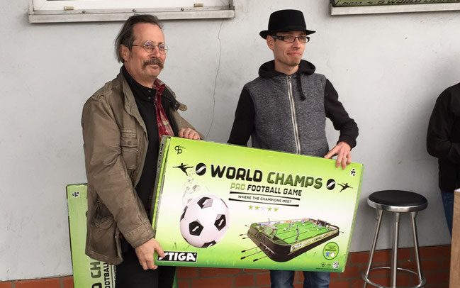 Einer der glücklichen Gewinner eines Fußball-Tischkickers war der Freundliche Fahrradladen in Berlin Buchholz ©BBF Bike