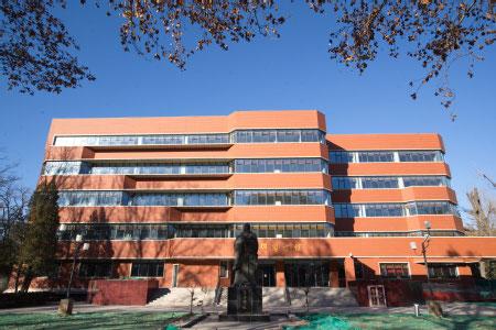 北京言語大学の図書館