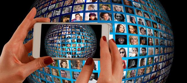 les réseaux sociaux sur smartphone par Gerd Altman pour e-reputation par e-cime.fr