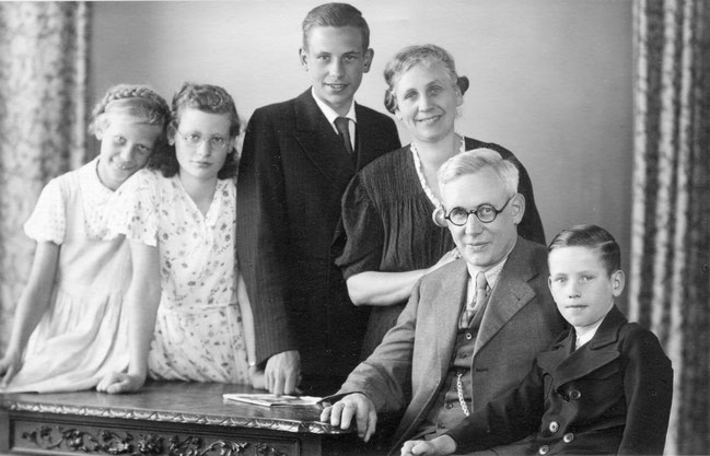 Hinrich Maaß Senior mit Familie, ca.1940