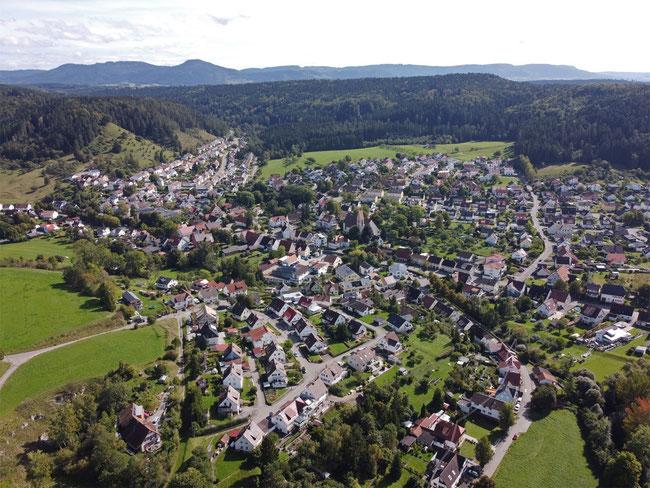 Göllsdorf - in der Bildmitte die katholische Kirche