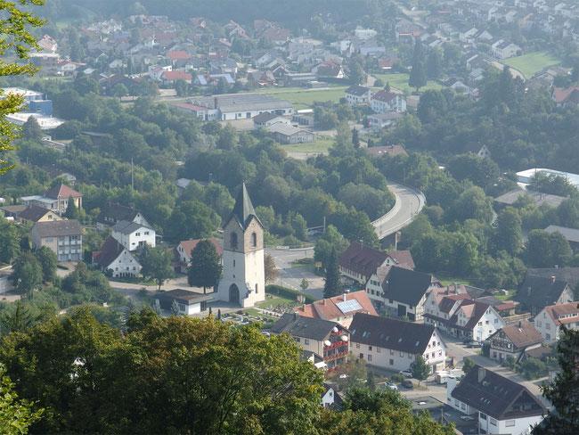 Blick auf Epfendorf und den Kirchturm der ehemaligen Kirche