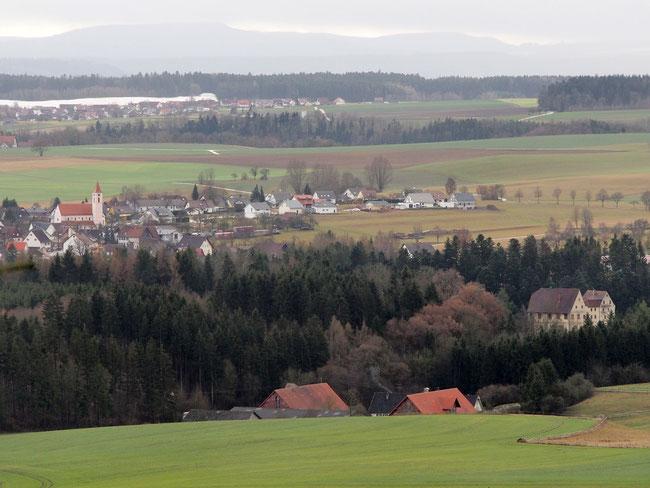 Blick auf Harthausen und Schloß Lichteneck