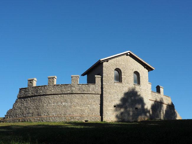 Am Originalplatz aufgebauter Turm des römischen Kastells Waldmössingen
