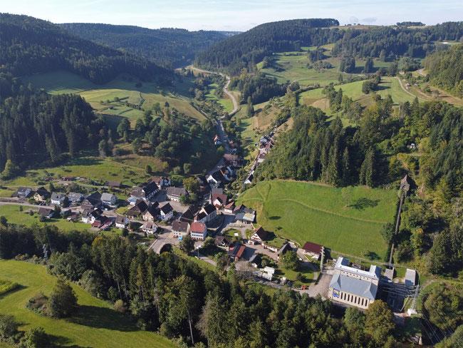 Bettenhausen im Glatttal - rechts das Wasserkraftwerk
