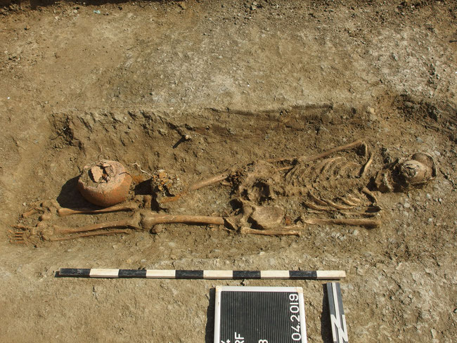 Bestattung männlich, mit Grabbeigaben - ca. 6. Jhdt. Das Grab wurde 2019 von meiner Frau und mir entdeckt und zusammen mit dem Landesamt für Denkmalpflege - Außenstelle Rottweil - ausgegraben
