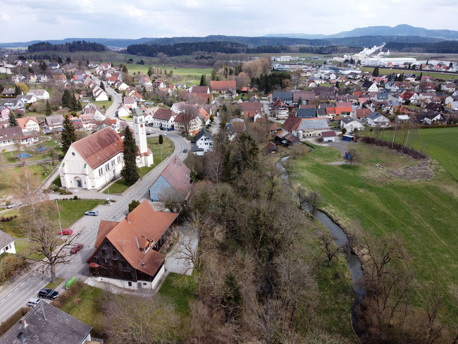 Blick auf Lauffen, rechts der junge Neckar