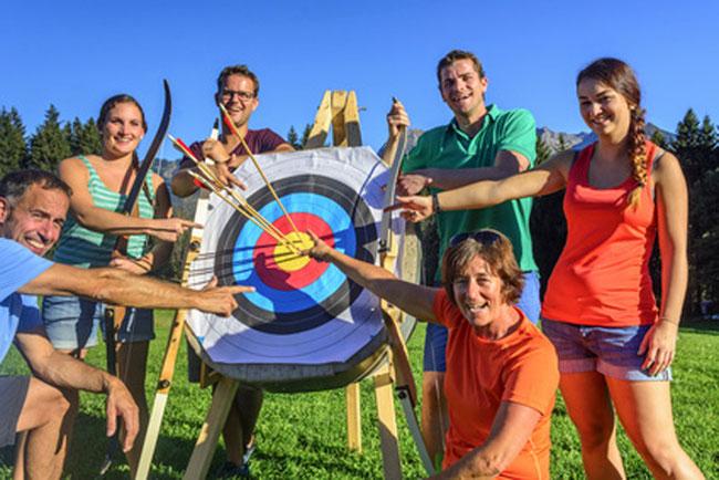 Spaß für die ganze Familie und im Freundeskreis: Bogenschießen!