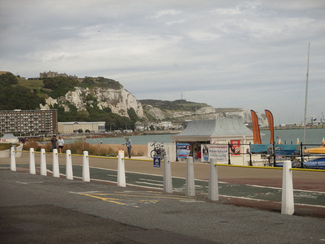 Seepromenade und Kreidefelsen von Dover
