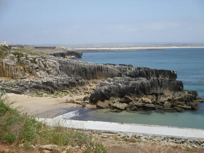 Küste auf der Halbinsel von Peniche: sieht aus wie an der Algarve oder?