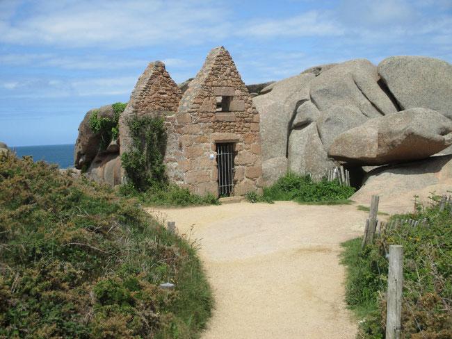 Das war mal das Pulverhäuschen für die Verteidigung der bretonischen Küste oder renitente Schmuggler