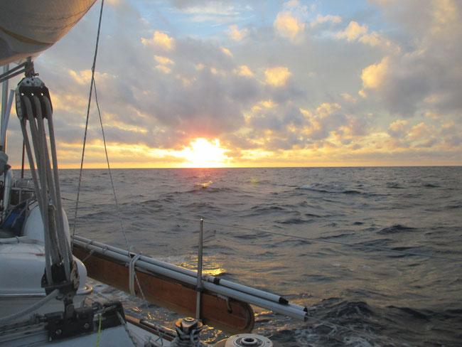 Einer der vielen schönen Sonnenuntergänge auf dem Atlantik