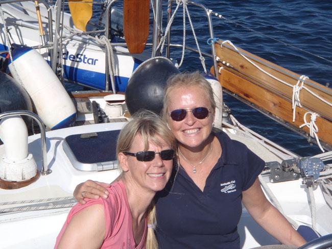 Zwei noch glücklichere Blondinen!