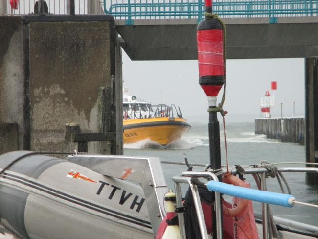 Pilot als Speedboot unterwegs