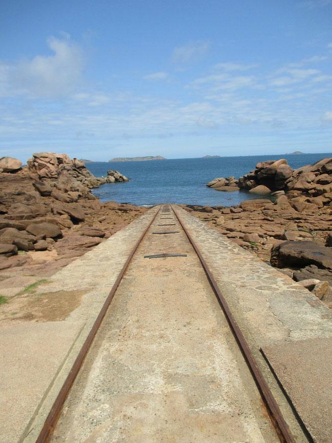 Abfahrt für die Seenotretter: schnell zu Wasser, mühsam wieder hochziehen?